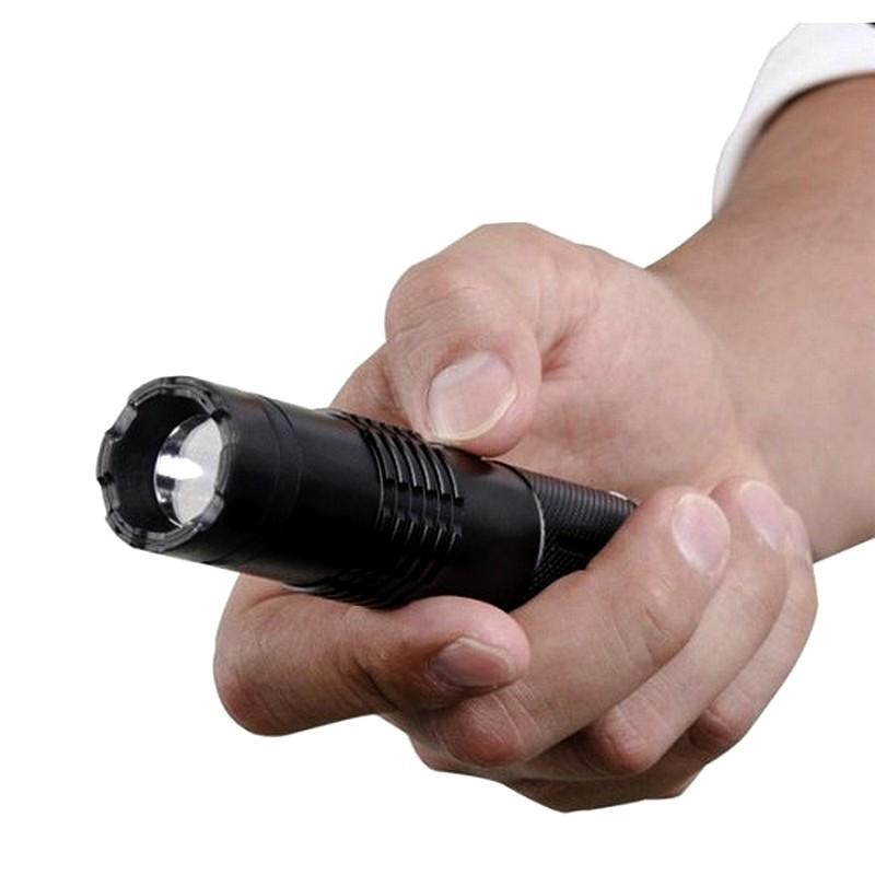 Shocker taser impulsion lectrique en aluminium fox m 11 - Lampe torche taser ...